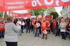 Warnstreik bei Siemens. Im Vorderund: Eva Stassek, zweite Bevollmächtigte der IG Metall Braunschweig